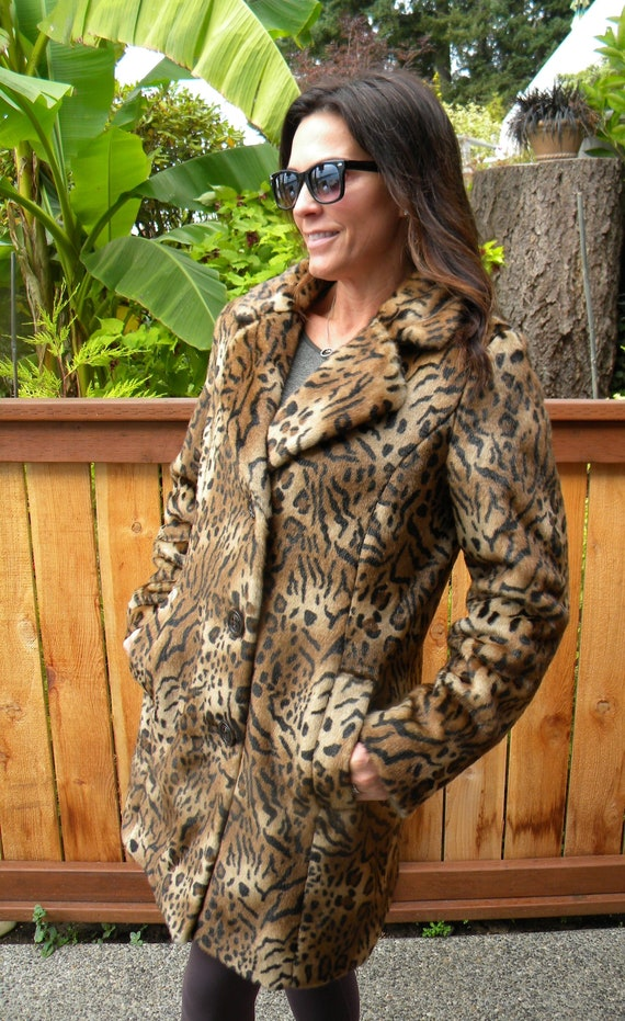 Spotted  faux fur coat / jacket / animal print fur