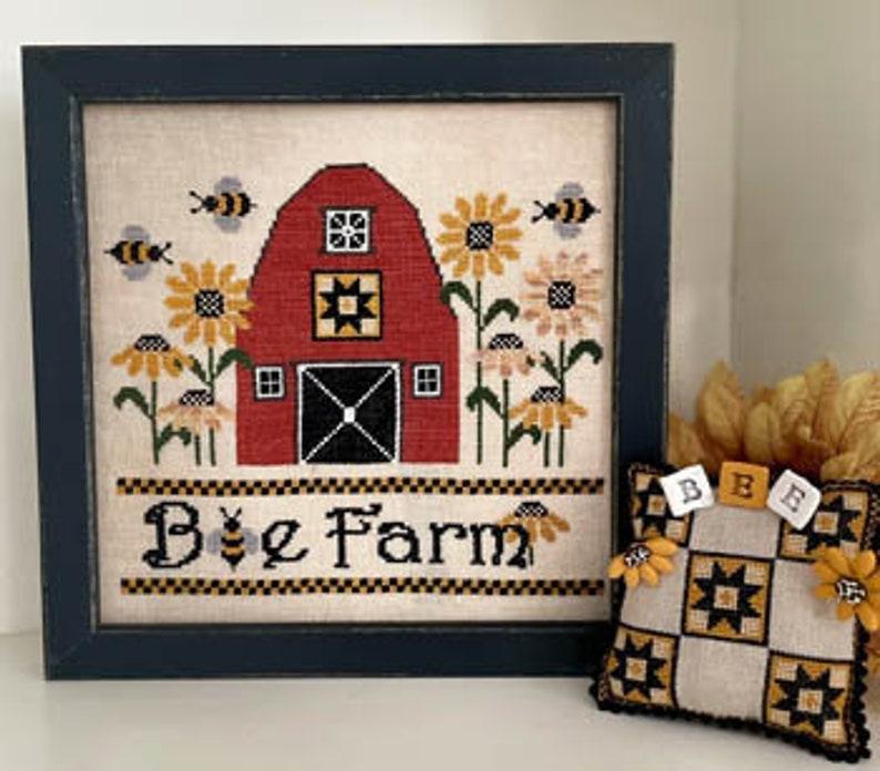 New MANI Di DONNA Bee Farm INCLUDES Pins counted cross stitch image 0