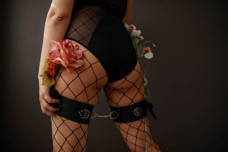 Thigh Restraints image 0