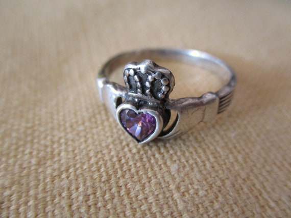 Vintage Sterling Silver Hands Holding Heart With Stone Ring Size 8.5