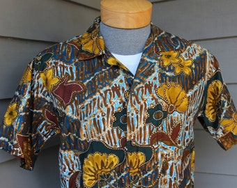 Vintage 1960's -Paradise Hawaii- Men's Hawaiian shirt w/ button loop collar. Batik inspired print on polished cotton. Funky and cool. Small