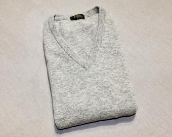 vintage 1980's -Millshop Woollens- Men's 'V' neck sweater vest. Heathered Gray - 100% Lambswool. Made in Scotland. Extra Large - 48
