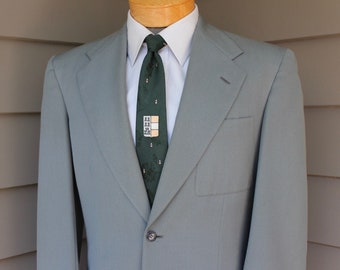 vintage c. 1952 -Master Made- Men's suit or sport coat. Bold look. Darted, 2 button front - Wide Shoulder - Patch pockets. Size 40 Long