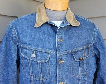 12579a91589 vintage 1970 s -Lee  Storm Rider - 2 pocket denim trucker jacket. Faded  denim - Corduroy collar - Blanket lined. Large - approx. Size 42-44