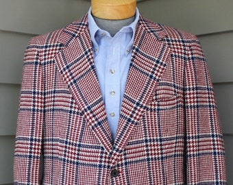 14dd02844a15e BOLD vintage 1970's -Norman Hilton- Men's Trad sport coat. Wide lapel -  Detachable throat latch. Price of Wales plaid - Tweed. Size 44 L