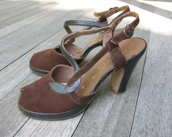 vintage 1940's Women's high heel platform shoes. Peep toe - Ankle strap. Brown suede & leather. Size 7 M