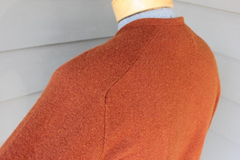 Brindled Russet Made in USA Medium Australian Lambswool vintage 1970/'s -Janzten- Men/'s V-neck pullover sweater Saddle shoulder