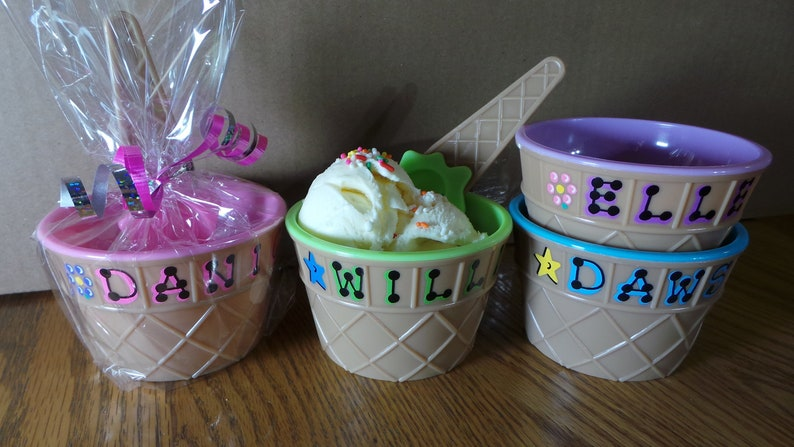Personalized Plastic Ice Cream Party Favor / 4 wide x image 0