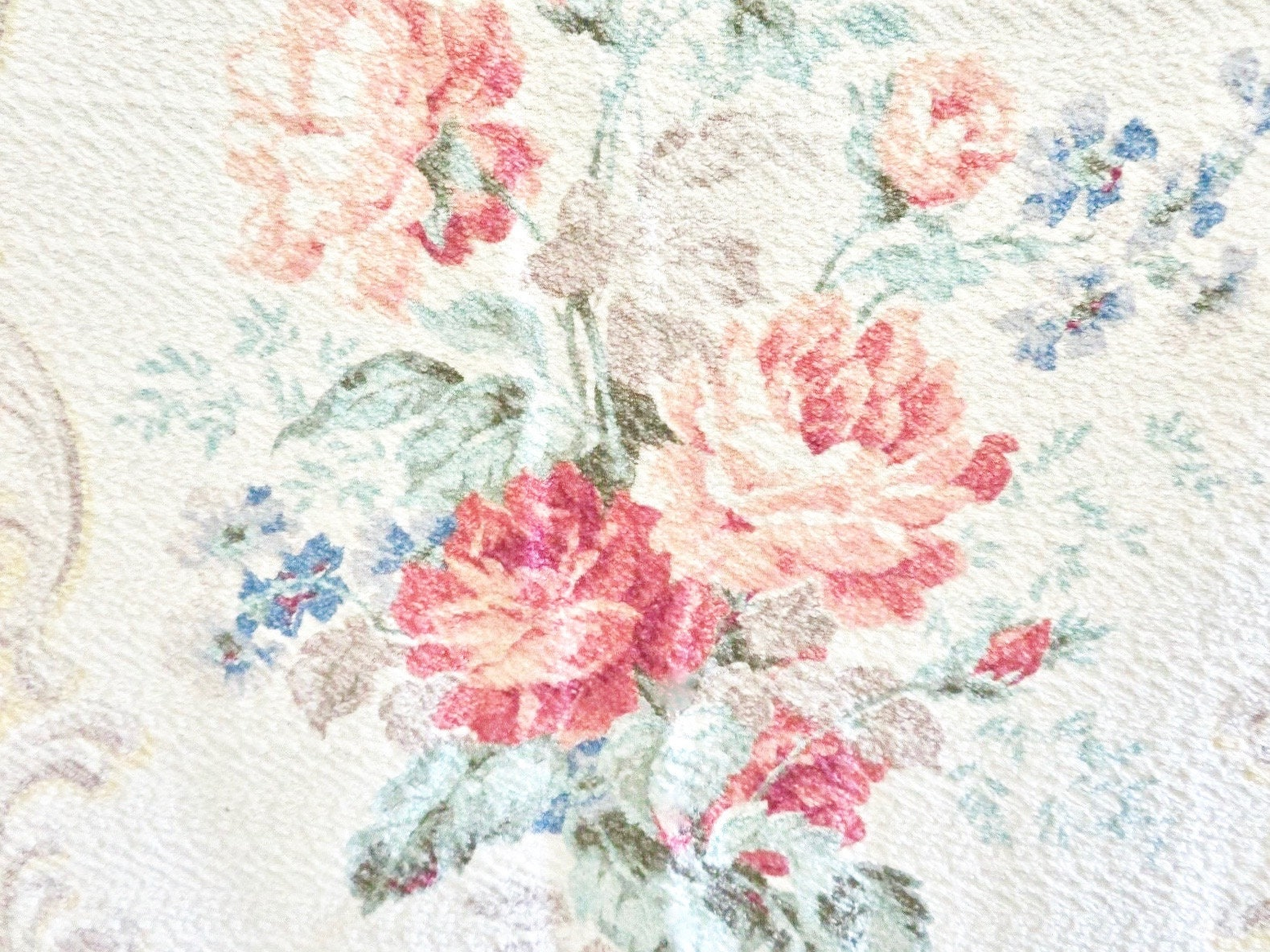 Antique Vintage Shabby Roses /& Scrolls Fabric ~ Pink Red Yellow Green ~ 1940/'s