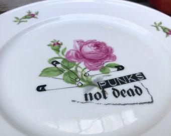 "Plate ""Punks not dead"", 20cm, Vintageporclain floral with Goldrim & handmade Silkscreen Printdecor; wallplate or for breakfast, snack, lunch"