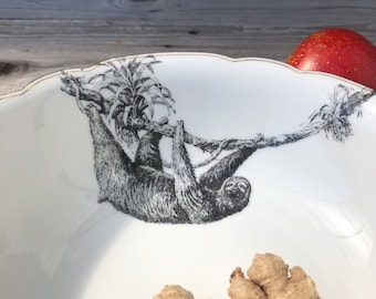 """Bowl """"sloth"""" ø approx. 23 cm, porcelain with gold rim and handmade screen print motif; for serving salad, fruit, fruits, nuts"""