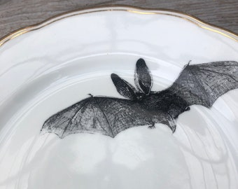 """Dinner plate """"Fledermaus"""", 24 cm, porcelain with gold rim and handmade screen print motif; as a wall plate or for eating, celebrating, giving gifts"""