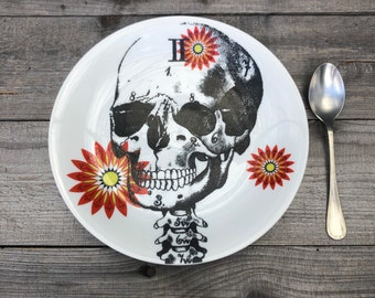 """Cake plate """"Día de los muertos"""", 20 cm, porcelain with floral décor in red with hand-printed skull motif, gift for Halloween"""