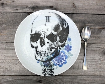 """Cake plate """"Día de los muertos"""", 20 cm, porcelain with floral decoration in blue with hand-printed skull mortuary, gift for Halloween"""