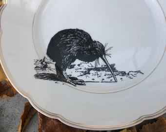 "Porcelainplate ""kiwi"", 24cm, white with Goldrim and handmade Silkscreen Print"