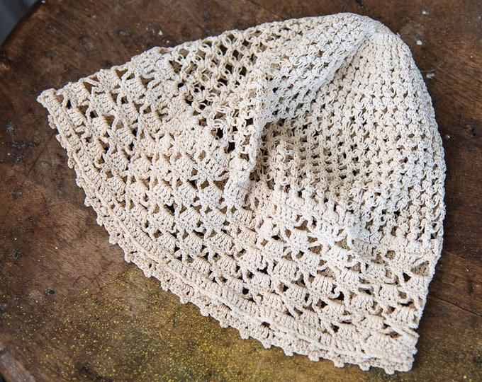 Vintage 1920s hand-crocheted white cloche hat | boho beanie hat | wedding bridal hat