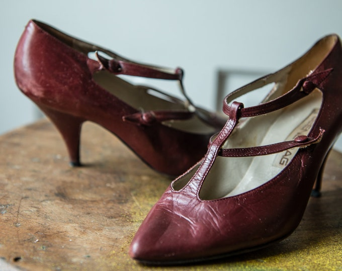 Vintage 1970s Beene Bag button-up t-strap pumps/high heels/stilettos in burgundy leather | Made in Italy - Vero Cuoio | size 7 B