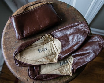Vintage 1950s brown leather travel slippers with zipper pouch | I-2916 | Size 12