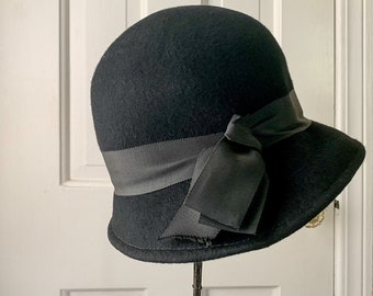 Vintage 100% black wool cloche style hat | Glamour Felts | Terry Sales Corp NY