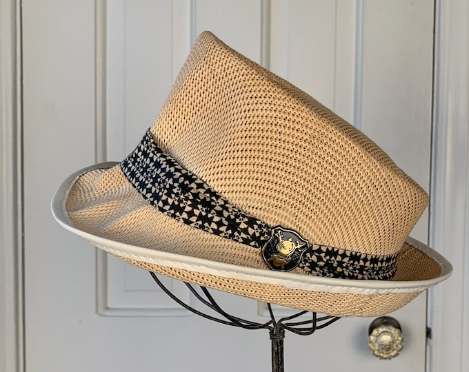 Vintage 1950s finely braided lightweight fedora hat with b/w band and knight medallion | men's summer fedora | Size M