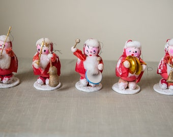 Vintage 1950s collection of 5 santa band spun head Christmas ornaments/figurines