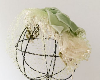 Vintage 50s green fascinator hat w/ net veil headband style
