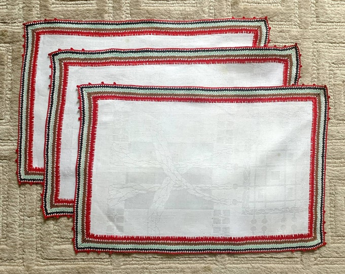 Vintage 3pc lot of linen placemats or doilies with crocheted striped trim 19x12
