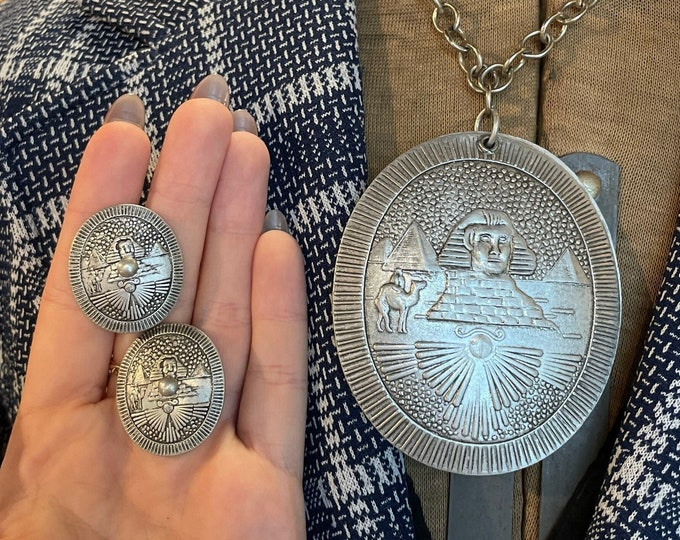 Vintage 3pc silvertone necklace & screw back earrings with Egyption Pharaoh Great Pyramid theme