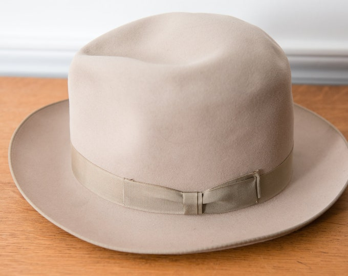 Vintage light gray fedora hat with grosgrain ribbon trim, Richman Brothers, Sz M