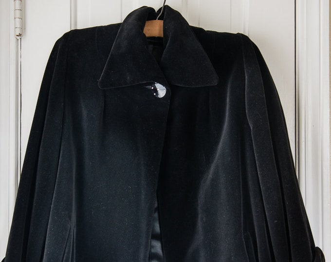 Vintage 1950s black velvet swing jacket with large rhinestone button | Size L