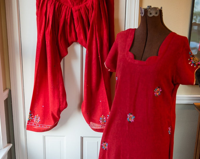 Traditional Indian 2 piece tunic and harem pants in raspberry red with embroidery and mirrored embellishments | Size L/XL