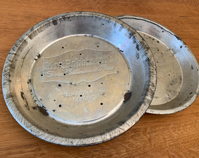 Vintage lot of 8 pie pans, Mrs Robinson's Fine Restaurant Pies, New England Table Talk Flaky Crust Pie, Mrs Smith's Mello Rich Pies