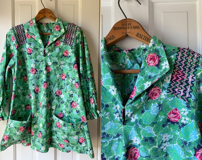 Vintage 1950s cotton maternity smock top blouse with button-up back and pockets | Size