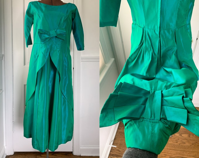 Vintage 1950s iridescent emerald green taffeta dress with bow details and layered skirt, Mid Century party dress, Size S