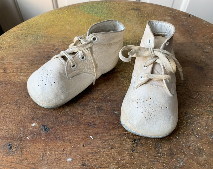 Vintage 1960s white leather lace-up baby shoes or booties with perforated toe decoration | Mrs Day's Ideal Soft Sole