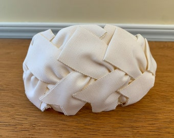Vintage 1940s Curvette or crescent style white hat made from woven grosgrain ribbon, headband style hat, minimalist wedding headpiece