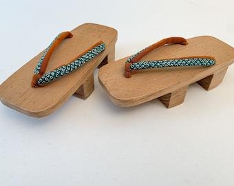 Vintage Japanese Geta sandals with wooden platform, child's Geta sandal,  traditional kimono accessories, Geisha costume