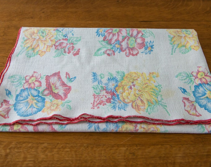 Vintage small tablecloth or dresser scarf with cottage floral print