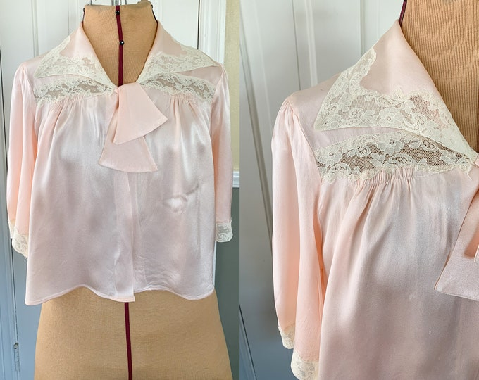 Vintage 1950s satin and lace peach color bed jacket | 50s elegant pink bed jacket | gift for maternity | Sears | Size M