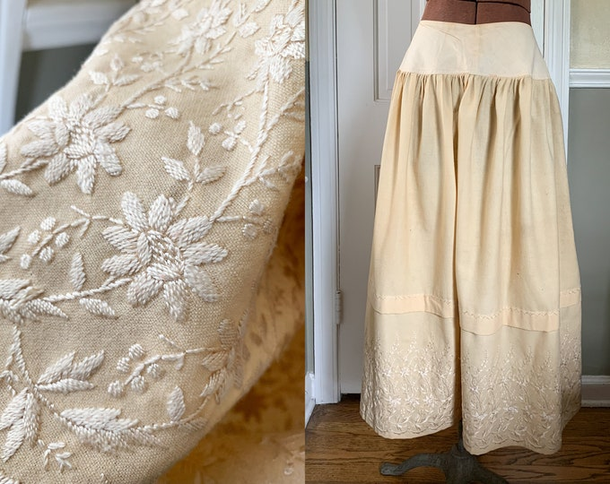 Vintage embroidered wool dirndl peasant skirt with yolked waistband in winter white | handmade | Size S