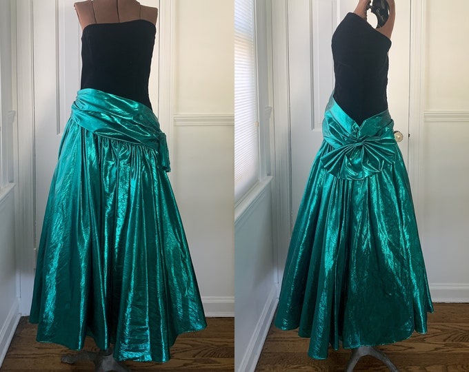 Vintage 1980s strapless formal party dress or prom dress with black velvet bodice and metallic emerald green skirt, made by Zum Zum, Size S