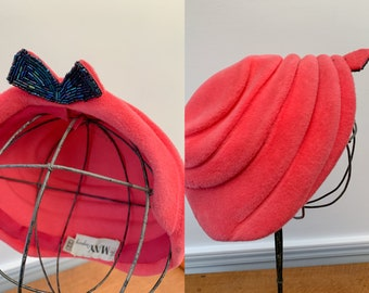 Vintage 1950s pink velvet pillbox hat with iridescent black/blue bead bow detail, 50s fashion hat, May Company, Kohinoor Austria, Size M/L