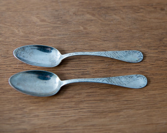 Vintage 2pc set of sterling silver teaspoons with hallmark and sterling mark