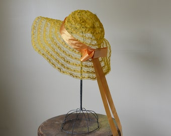Vintage 1970s yellow picture hat with satin bow and long tails, boho bridesmaid hat, vintage sun hat, Kentucky Derby hat, Size L