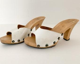Vintage 1970s white leather demi slide mules sandals, 1970s fashion sandals, Size 6