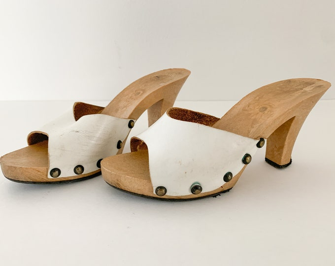 Vintage 1970s white leather demi slide mules sandals, 1970s fashion sandals, Size 6