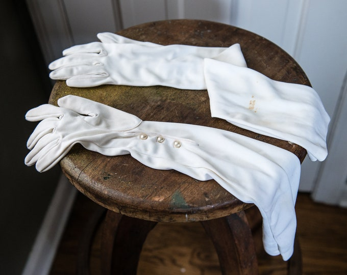 Vintage 1950s white full-length formal evening gloves with pearl button wrist closures | size L