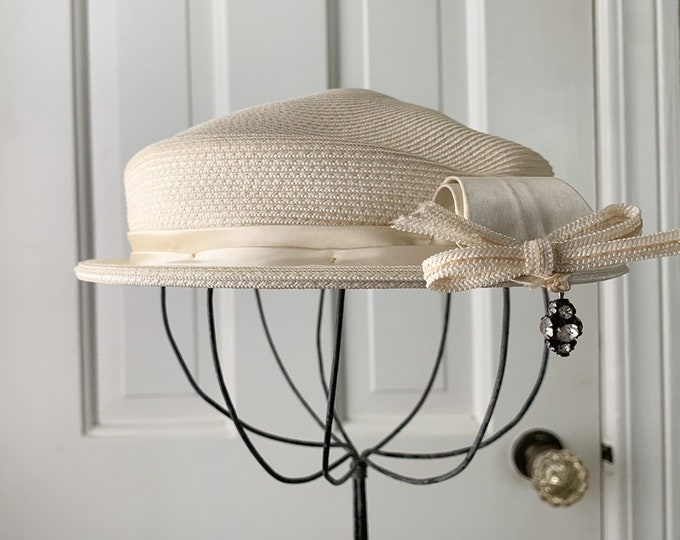 Vintage 1950s cream white pillbox hat with decorative rhinestone dangle | Phipps Tailored Hats