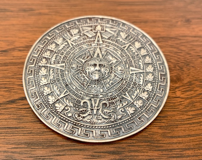 Vintage De Hechoen Mexico sterling silver 925 round brooch featuring the Mayan calendar design, Mexican pin with Mayan warrior