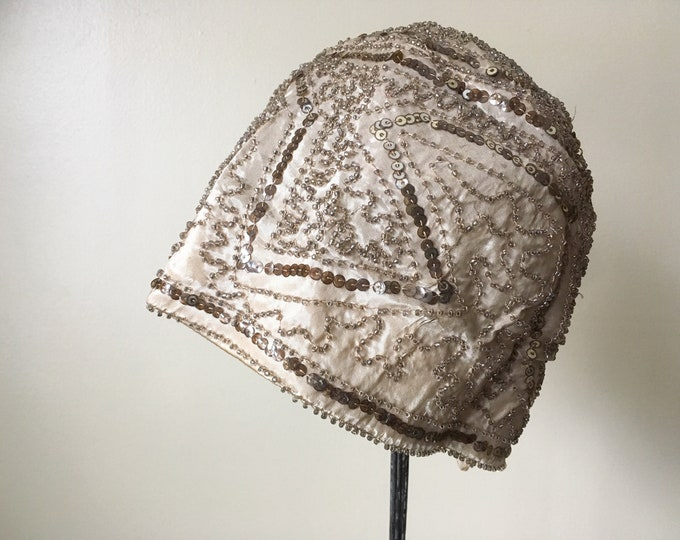 Authentic 1920s hand-made cloche hat with gold sequins and beading in taupe-y beige color | flapper costume | roaring 20s